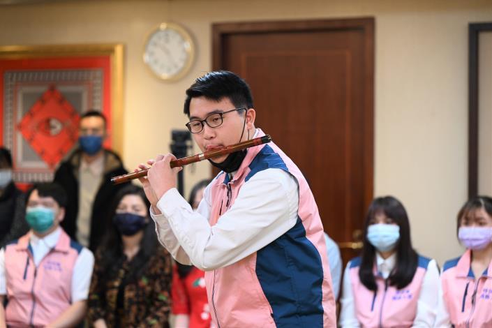 新二代新力量 徐國勇部長接見13位親善大使.jpg