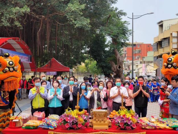 內政部次長邱昌嶽(前排左3)參加「彰化市人本城區環境整合計畫」完工啟用典禮