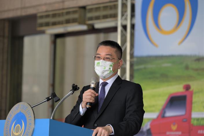 捐4部消防救助器材車 徐國勇部長感謝國策顧問挺消防