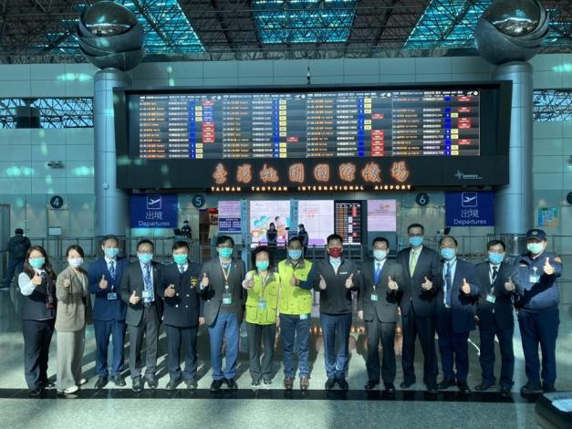 次長陳宗彥與各單位人員於桃園機場第二航廈出境大廳合影