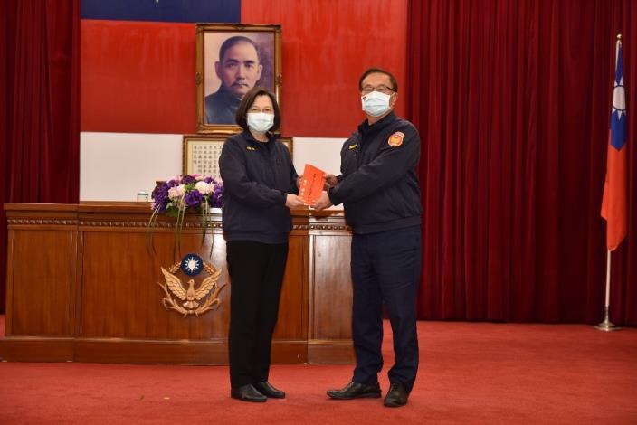 總統蔡英文頒發維護治安工作獎勵金
