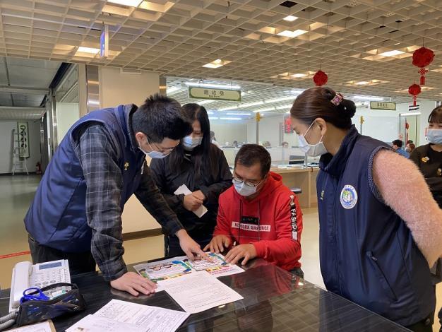 移民署桃園市服務站向申辦居留案件之新住民宣導獎助(勵)學金計畫.jpg