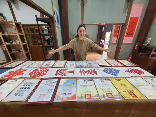 趙春梅獲得多項獎項與證照