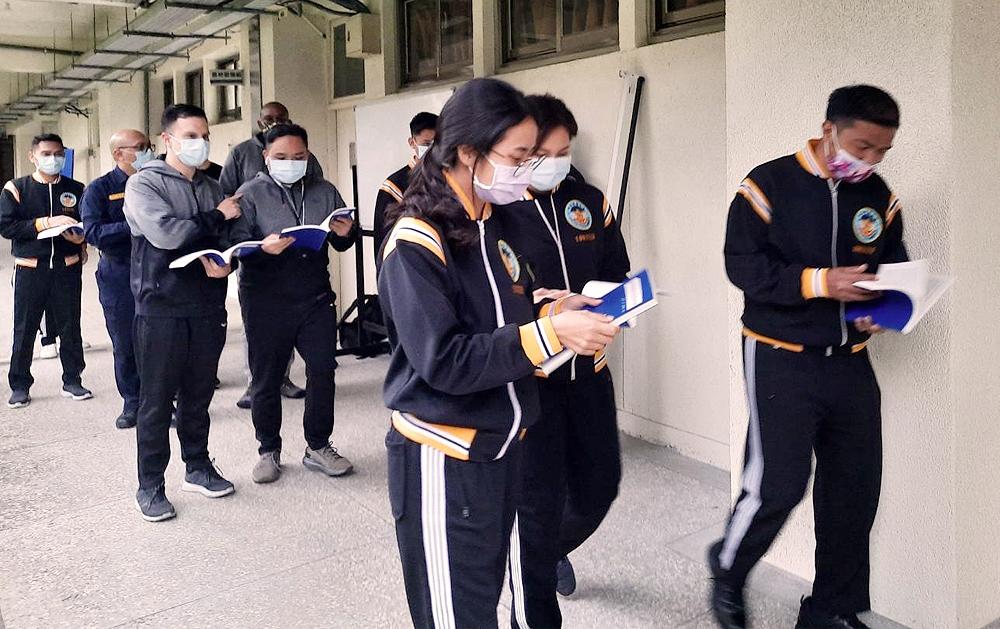 警大為外籍生開設「初階華語文」與「進階華語文」