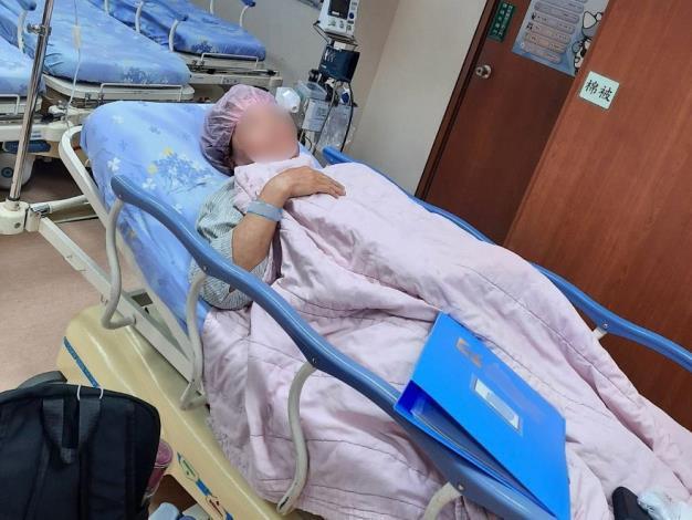 圖4:阿莊母親因罹患卵巢癌,至專勤隊自行到案後,赴醫院開刀切除16公分大的惡性腫瘤。
