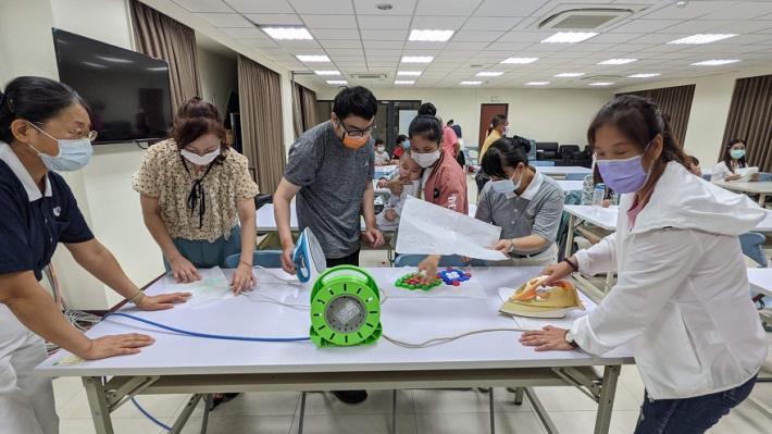 1100423慈濟環保宣導活動--環保杯墊製作教學