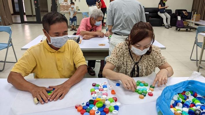 1100423慈濟環保宣導活動--環保杯墊製作