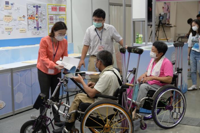 內政部建築研究所高齡環境研究成果參展提供諮詢服務