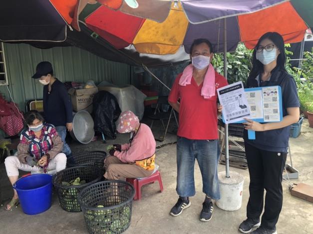 圖片3臺南市專勤隊向農民宣導防疫措施