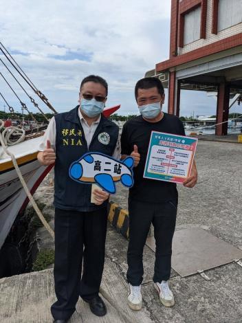 服務站同仁感謝林總幹事協助,將持續關懷新住民及漁工宣導防疫事宜