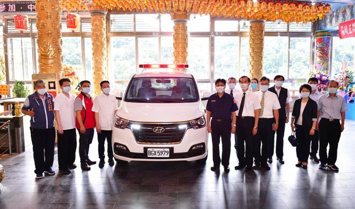 新北市石碇區五路財神廟及警大校長共同捐贈救護車