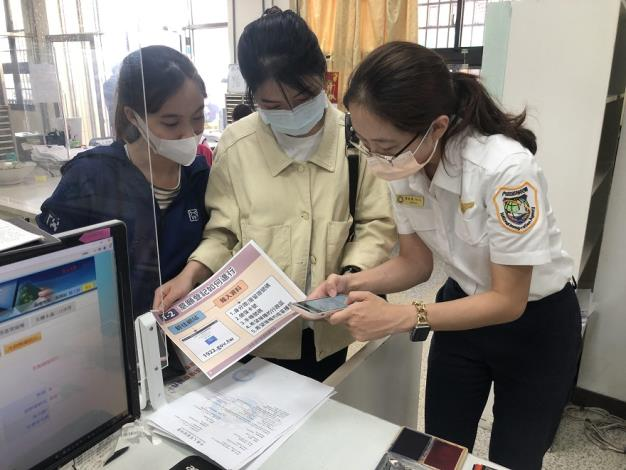 服務站協助新住民於「COVID-19公費疫苗平臺」預約接種