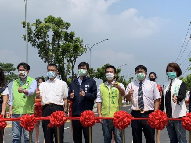 徐國勇部長(左二)出席「岡山區友情路拓寬工程」竣工通車典禮