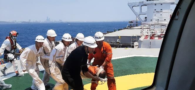 1100420高雄港錨泊地散裝貨輪「寧美輪」昏迷傷患後送案2