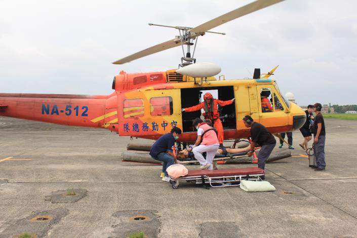1100619酒醉男闖直升機睡覺 :為汰除贈予臺中市政府消防局,非現役直升機2