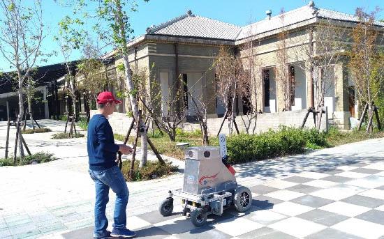 遙控式光達移動測繪系統掃瞄作業情形