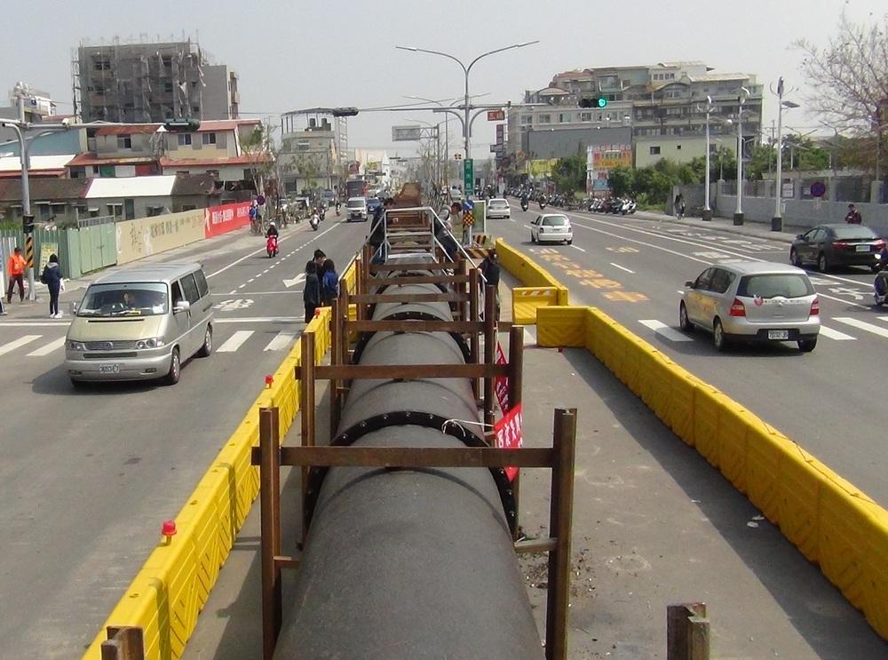 臺南市崑大路自來水明管地面影像