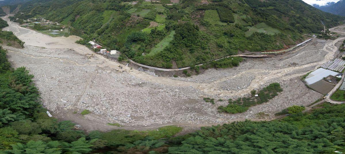 堰塞湖全景影像