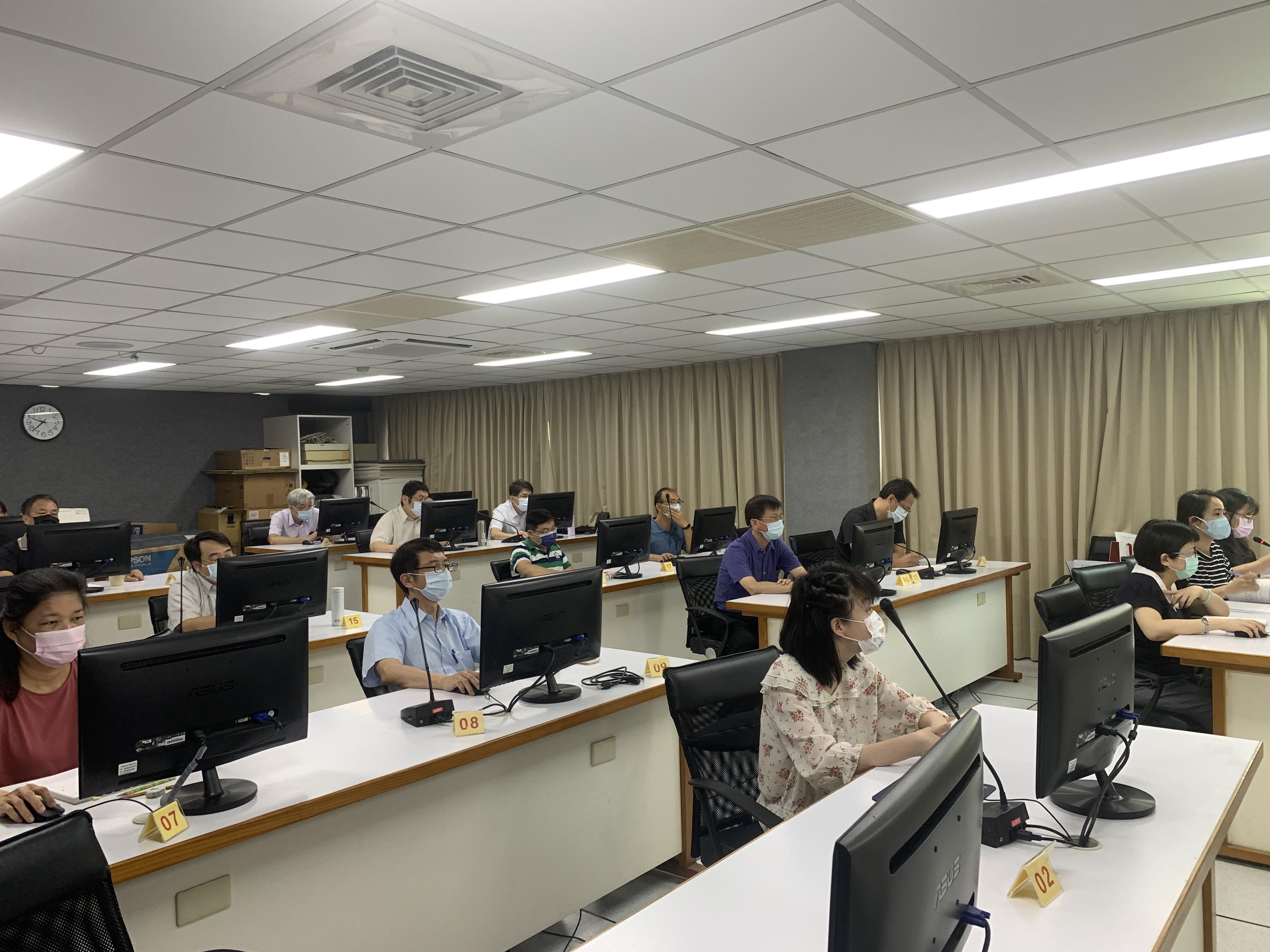 照片說明2-本中心檔案鑑定小組成員與會並就提案討論.JPG