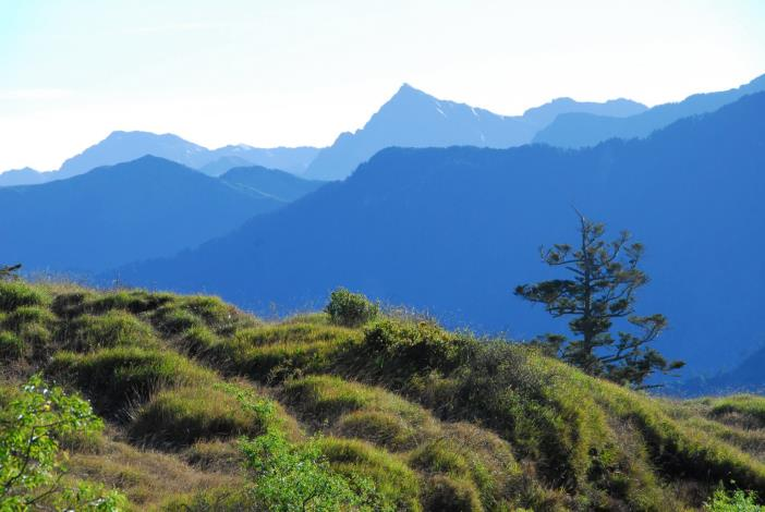 南湖大山與中央尖山(太管處資料照片)