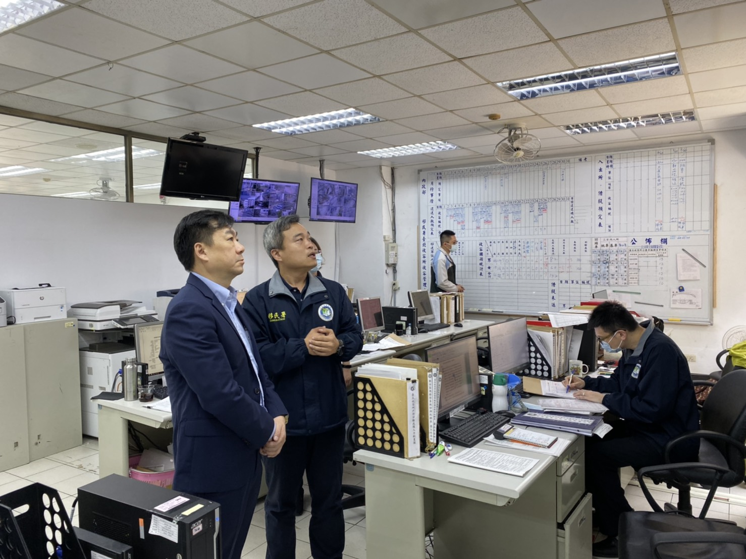 Deputy Minister of NIA, Chen Zongyan (陳宗彥), inspects disease control measures in person. Source: NIA