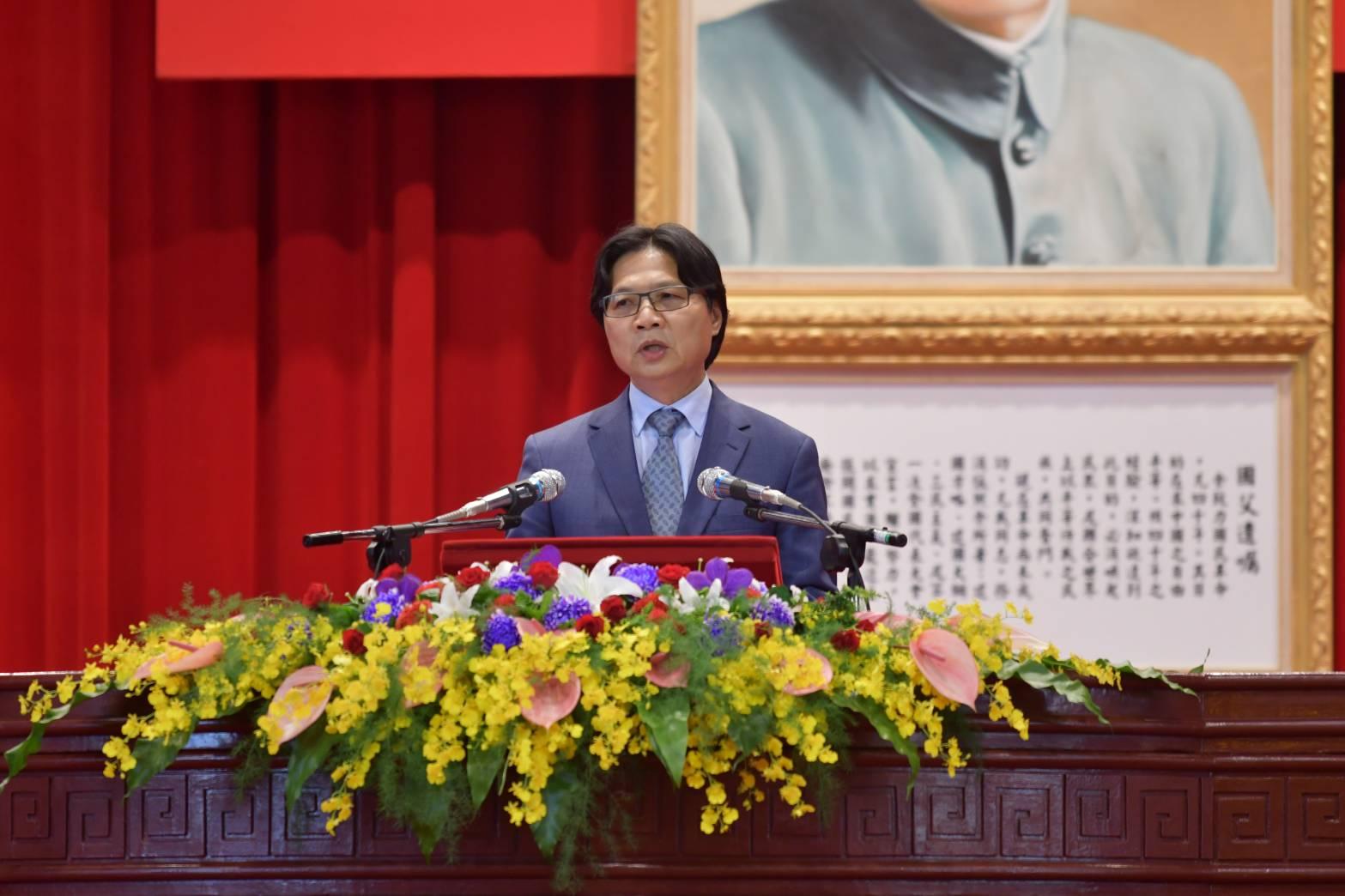 部長葉俊榮期勉畢業生要用同理心體會民眾的感受,為民眾提供最有效率的服務。