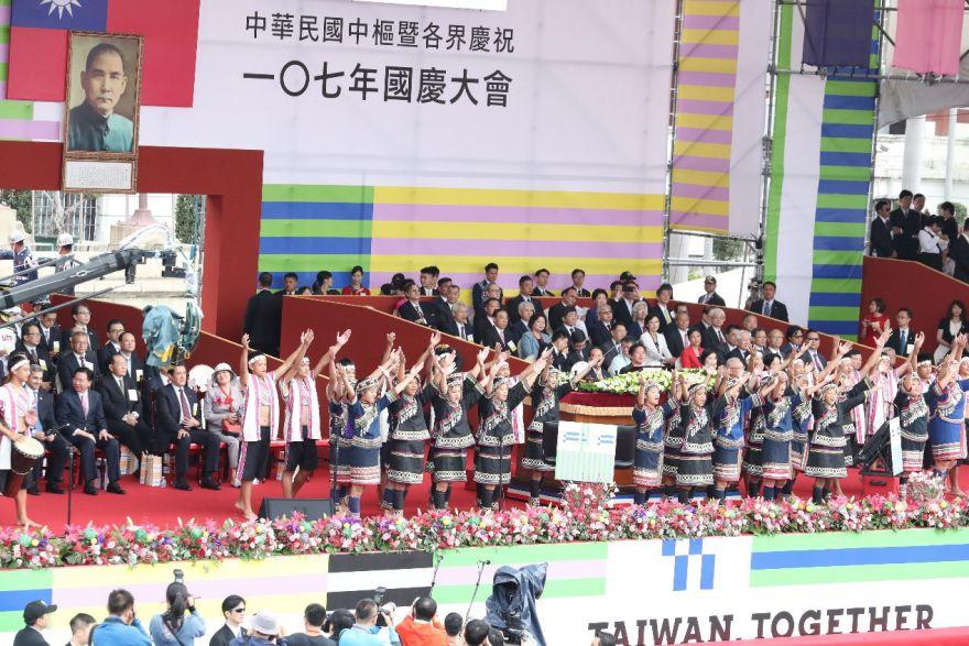 國慶禮讚由民和國中濁岸合唱團擔綱演出