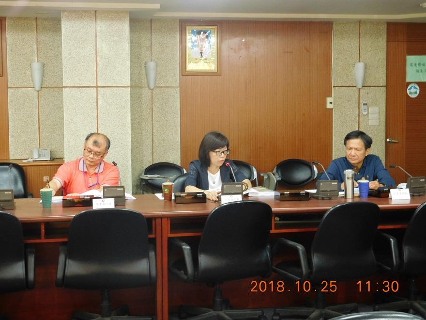 圖3:與會委員發表審查意見。