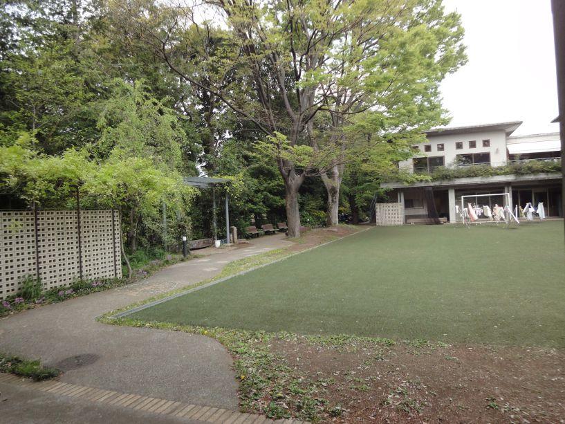 塑造綠茵草地視覺質感,產生寧靜感