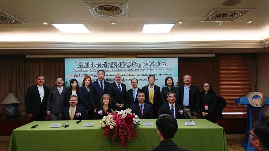 內政部長徐國勇(前排右2)與所有與會來賓大合照