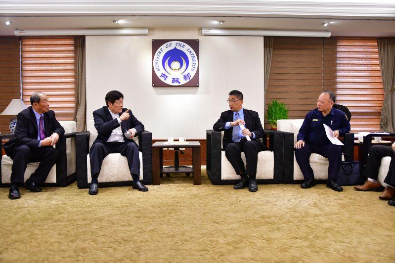 徐國勇部長與中華民國保全商業同業公會全國聯合會理事長偉鳴理事長交換意見