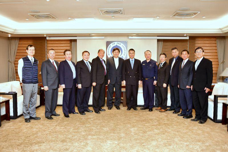 徐國勇部長與中華民國保全商業同業公會全國聯合會代表合影