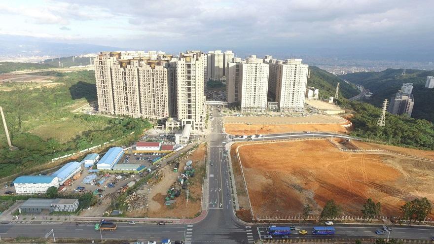 機場捷運A7站地區區段徵收公共工程文青路拓寬前空拍照片