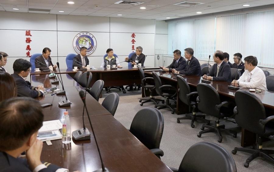 徐部長及陳次長於會中聽取移民署說明境管措施
