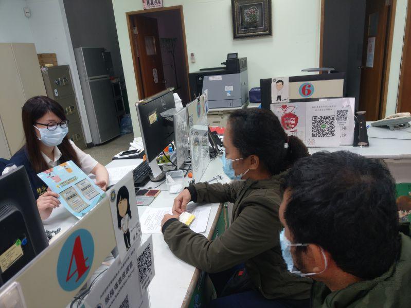 移民署南區事務大隊臺南第二服務站宣導「減免處罰、安心回家」