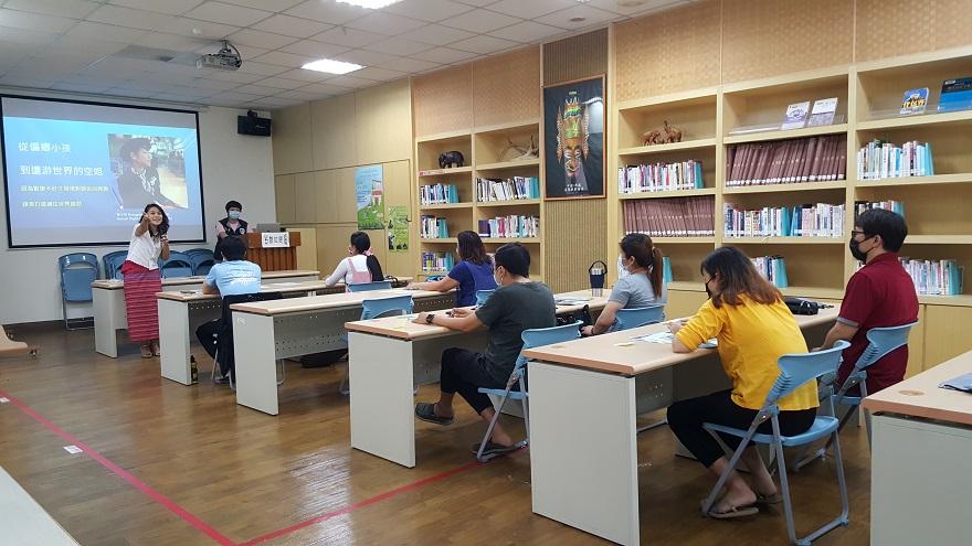 課程中泰籍講師章少玲,藉由輕鬆的方式帶入夫妻間相處議題,並分享自身為愛降落臺灣的小故事