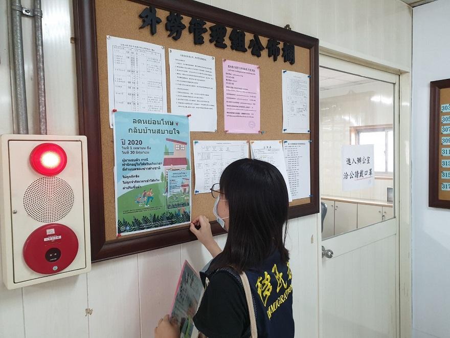 移民署雲林縣服務站行動列車駛進麥寮台塑工業園區宣傳自行到案