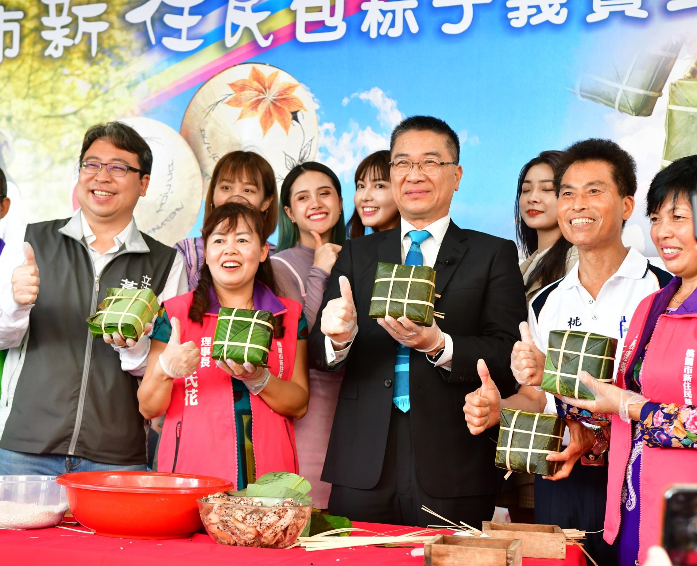徐國勇部長與新住民朋友包製越南粽
