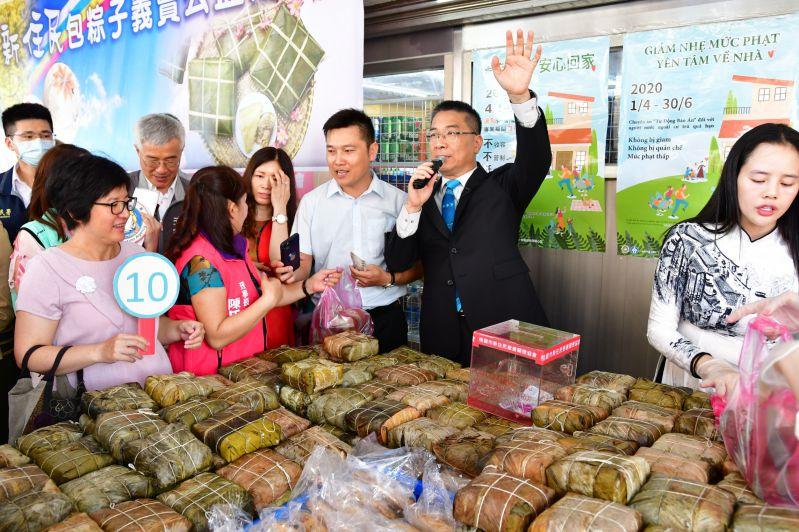 徐國勇部長義賣越南方粽