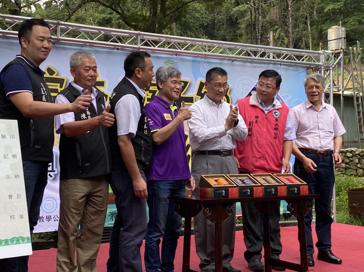 至善園免費教學公益平台發起人楊岳修也率先響應購買60萬元的茶葉並直接轉贈第一線防疫人員