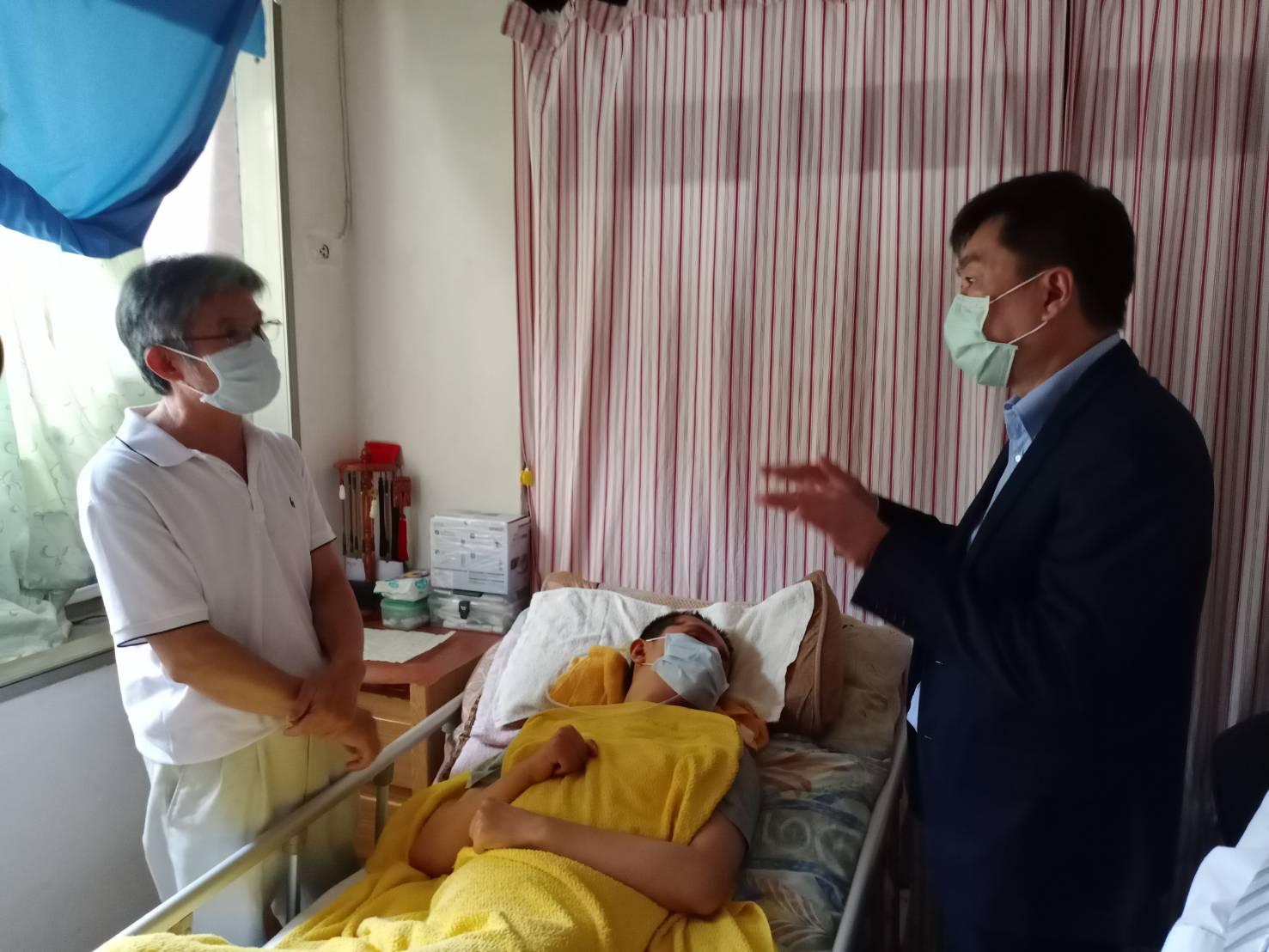 陳政次關心暸解因公受傷成重癱役男的照護情形及服務需求