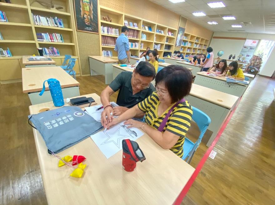 透過夫妻合作完成小遊戲,增加彼此間的互動