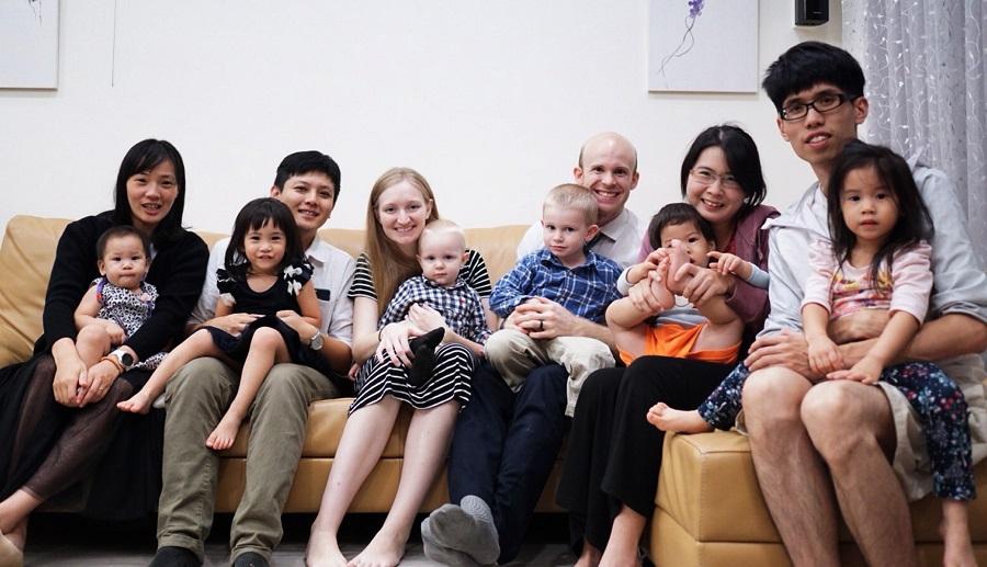 白杰夫婦常跟臺灣父母聊育兒經驗。