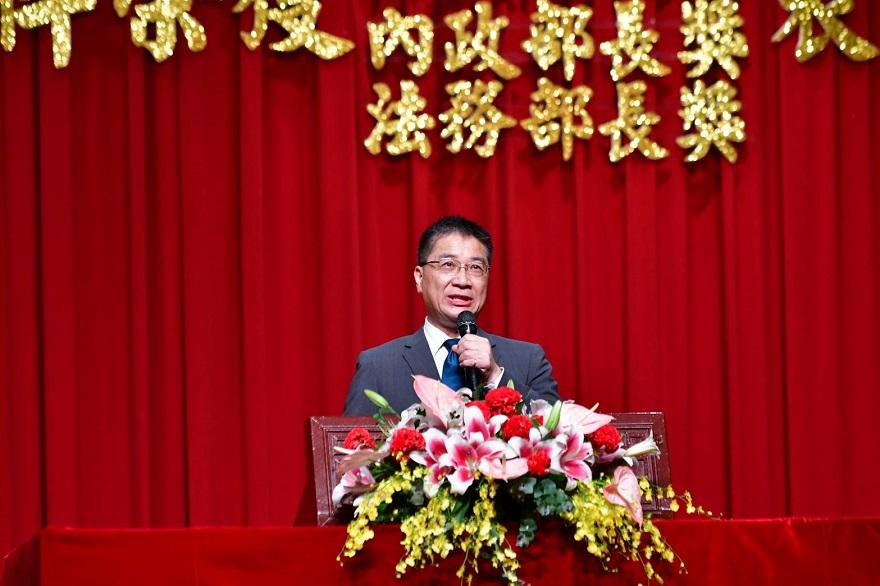 徐國勇部長致詞感謝為社會付出的公道伯們