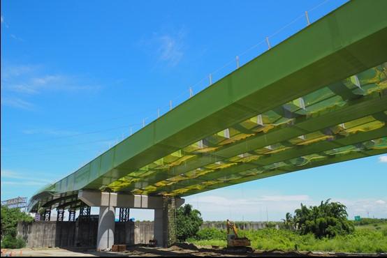 跨越國道1號鋼箱梁施工完成照片