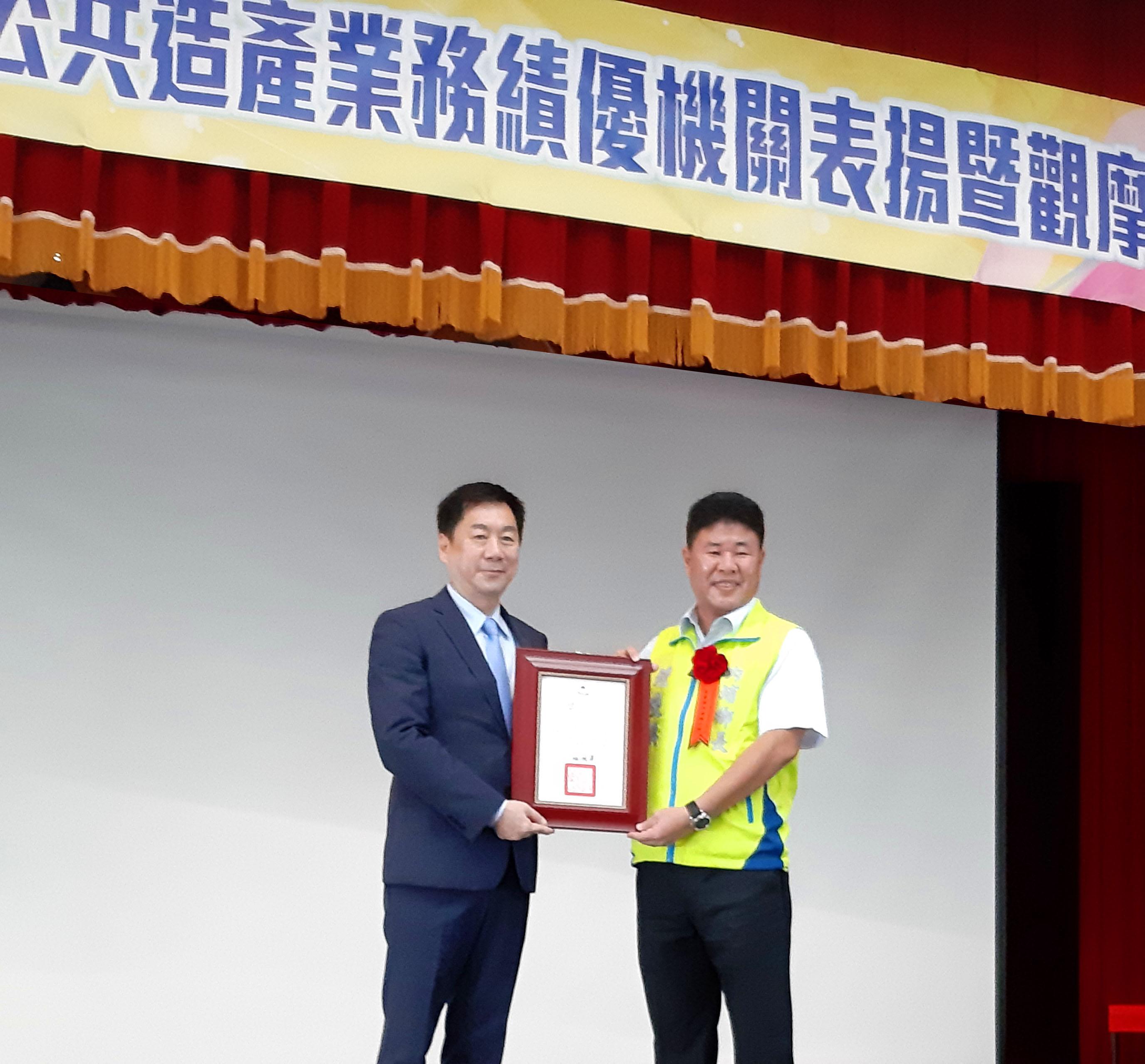 陳宗彥次長與獲獎地方政府代表合影