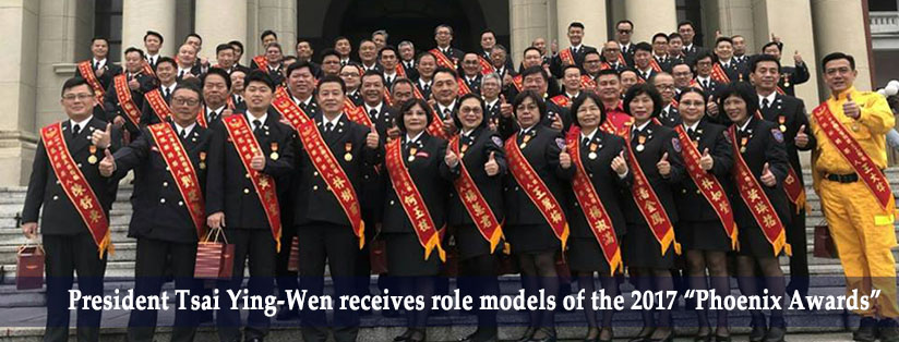 "President Tsai Ying-Wen receives role models of the 2017 ""Phoenix Awards"""