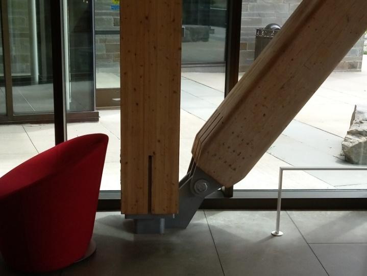 圖4. John Olver Design Building之集成材柱梁框架、集成材支撐框架和zipper桁架
