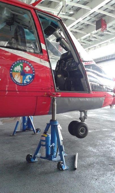 AS365飛機頂舉作業