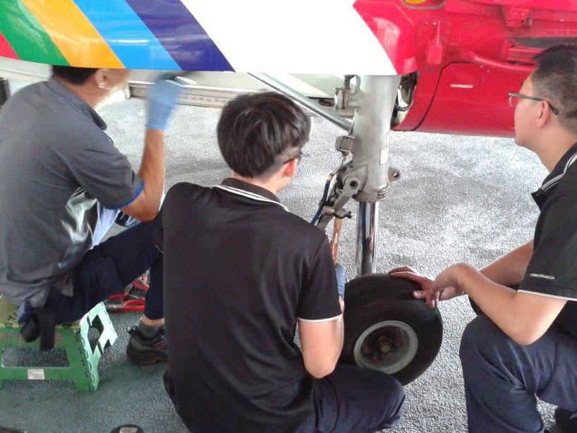 AS365 landing gear maintenance
